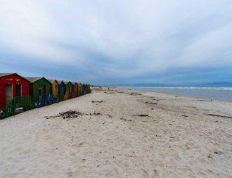 Zwichenstopp an den bunten Häuser am Strand von Muizenberg während einer Südafrika Safari Reise