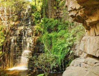 Wasserfall in Moremi Gorge während eine Botswana Safari Reise