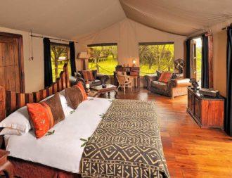 Inneneinrichtung des Gästezeltes im Serengeti Migration Camp