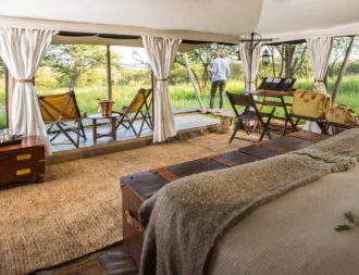 Aussicht aus dem Gästezelt auf Moru Kopjes im Serengeti Pioneer Camp